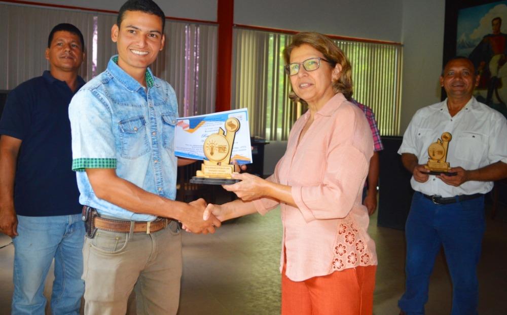 Autoridades de la Unellez reconocen a participantes de Cojedes Innova 2019