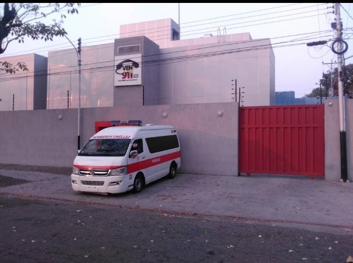 Bomberos de la Unellez apoyan trabajo del VEN 911 con ambulancia